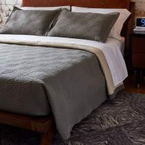 """Amazon Brand – Rivet Modern Stone Washed Textured Geo Coverlet Bedding Set, King, Soft and Easy Care, 102"""" x 90"""", Charcoal"""