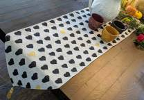 "DaDa Bedding Elegant Tapestry Table Runner - Valentine Lovely Black and Yellow Gold Hearts Pattern Design - Cotton Linen Woven Dining Mats - 13"" x 72"""