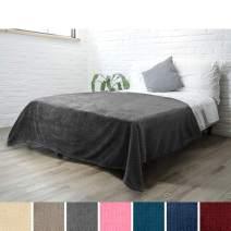 PAVILIA Luxury Soft Plush Grey Blanket for Twin Bed, Sofa, Couch   Super Soft Velvet Charcoal Gray Fleece Chevron Pattern   Cozy, Warm, Fuzzy Lightweight Microfiber   All Season   60 x 80 Inches