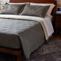 """Amazon Brand – Rivet Modern Stone Washed Textured Geo Coverlet Bedding Set, Full / Queen, Soft and Easy Care, 90"""" x 90"""", Charcoal"""