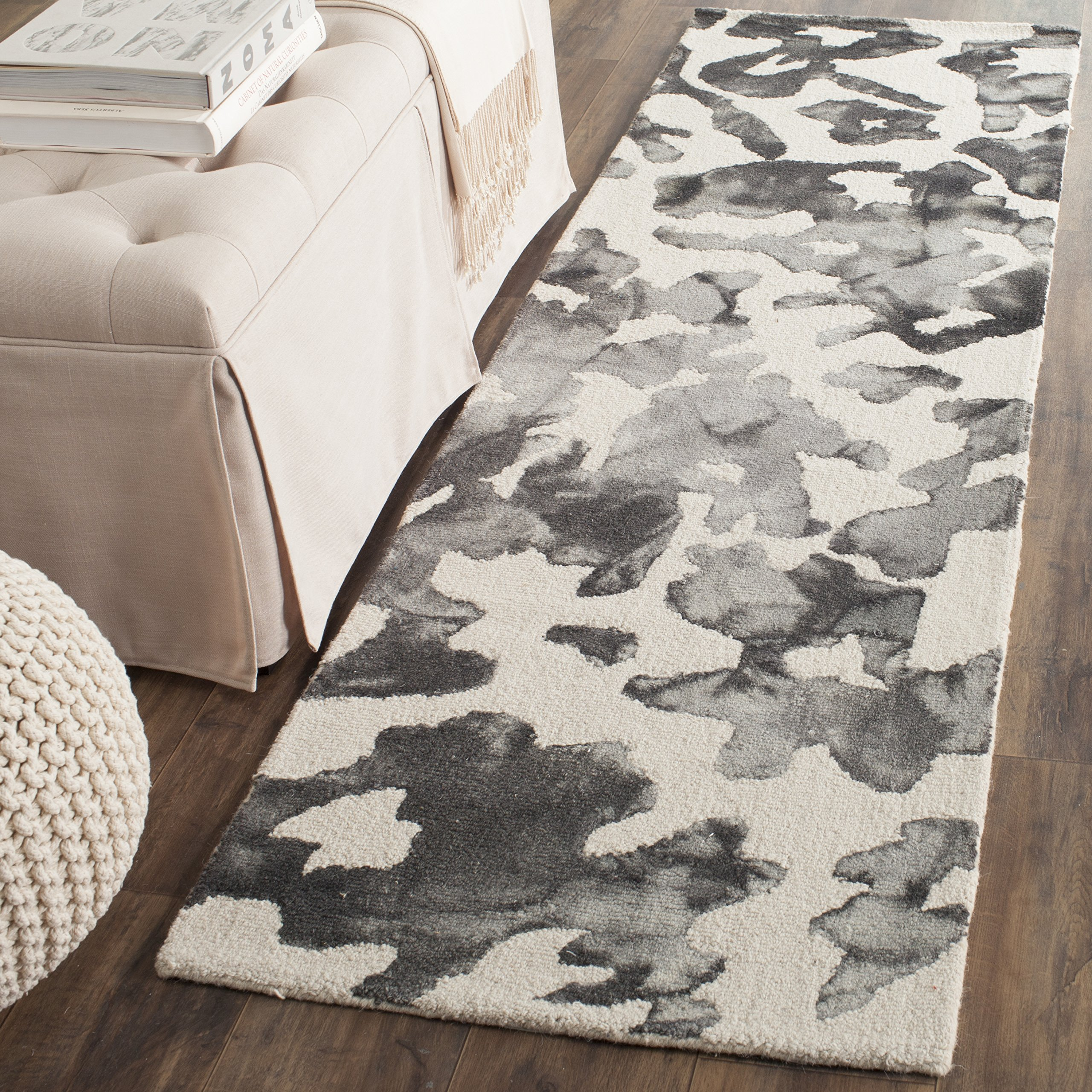 """Safavieh Dip Dye Collection DDY517E Handmade Modern Abstract Watercolor Beige and Charcoal Wool Runner (2'3"""" x 6')"""