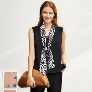 bold print neckerchief