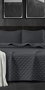 Thea Bedspread Quilt Set, Dark Gray