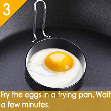 Fry the eggs in a frying pan. Wait a few minutes.