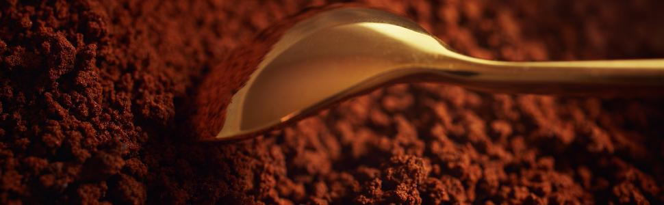 Fresh Ground Cacao beans and cacao powder