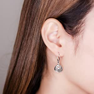 Circle Filigree Lever back Earrings