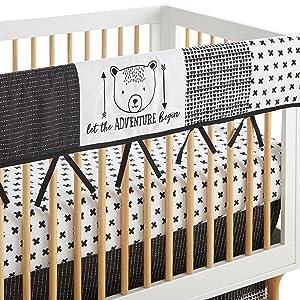 Allistar Crib rail guard black and white levtex baby