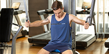 VAYAGER Men's 5 Inches Running Shorts Quick Drying Athletic Workout Training & Gym Shorts
