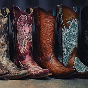 THE HANDCRAFTING OF CORRAL BOOTS
