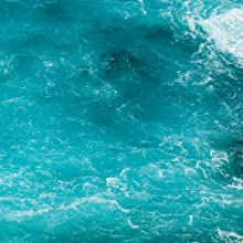 HINTS of cool marine water blend with fresh air to mist your senses with excitement