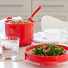 Sistema Microwave A variety of containers to easily make an entire meal.
