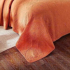floor length quilt coverlet short bedspread comforter bed covering