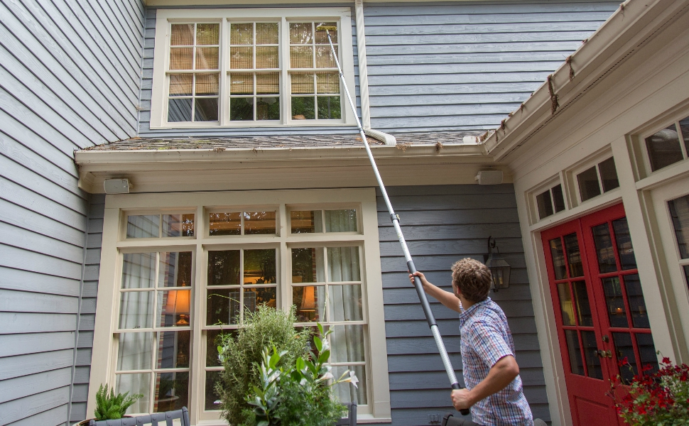 Window Squeegee on DocaPole