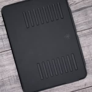 iPad Pro 11 in stand case