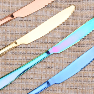 Perfectly polished serrated dinner knives for easy cutting of food; Sharp fork teeth, no burrs