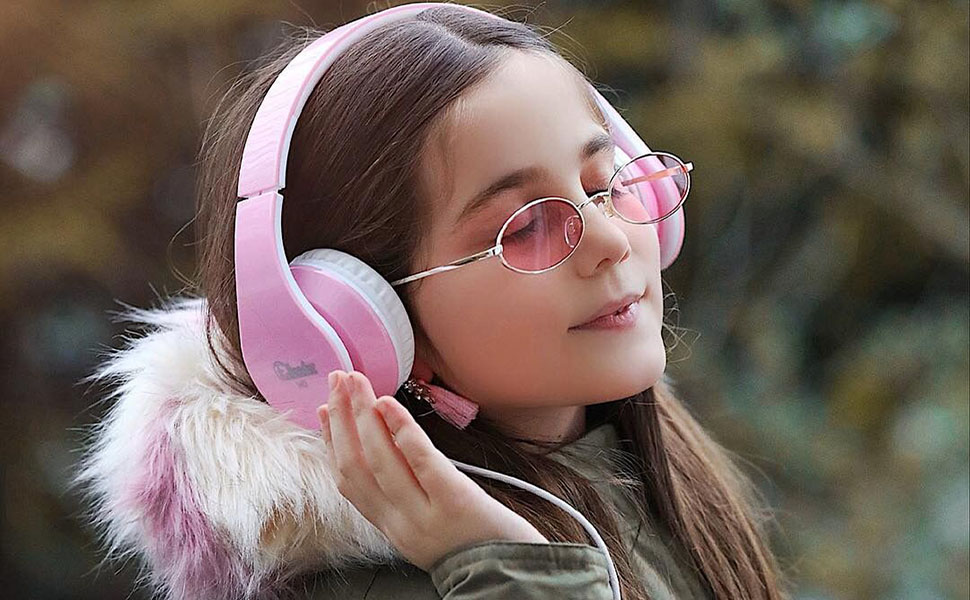 a girl wears headphone to listen to music