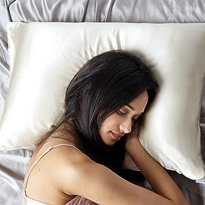 Anti Aging Silk Pillow Case Alaska Bear pillow case