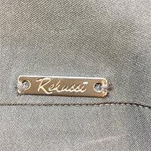 Rekucci metal logo tab